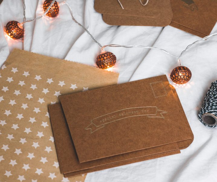 How to create a cute holiday card display for the 2020 holidays