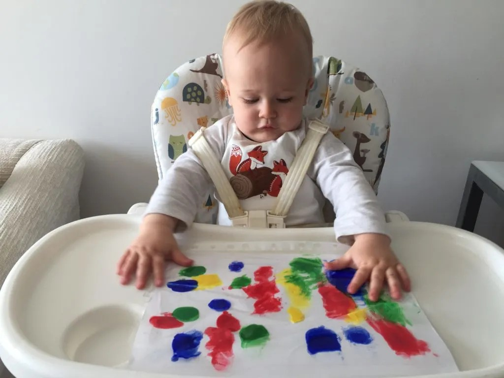 A safe and mess free way of doing baby finger painting. Perfect for babies who are doing tummy time or older babies who can sit in a highchair.