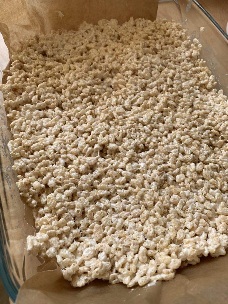 Easy Halloween rice krispies treats!