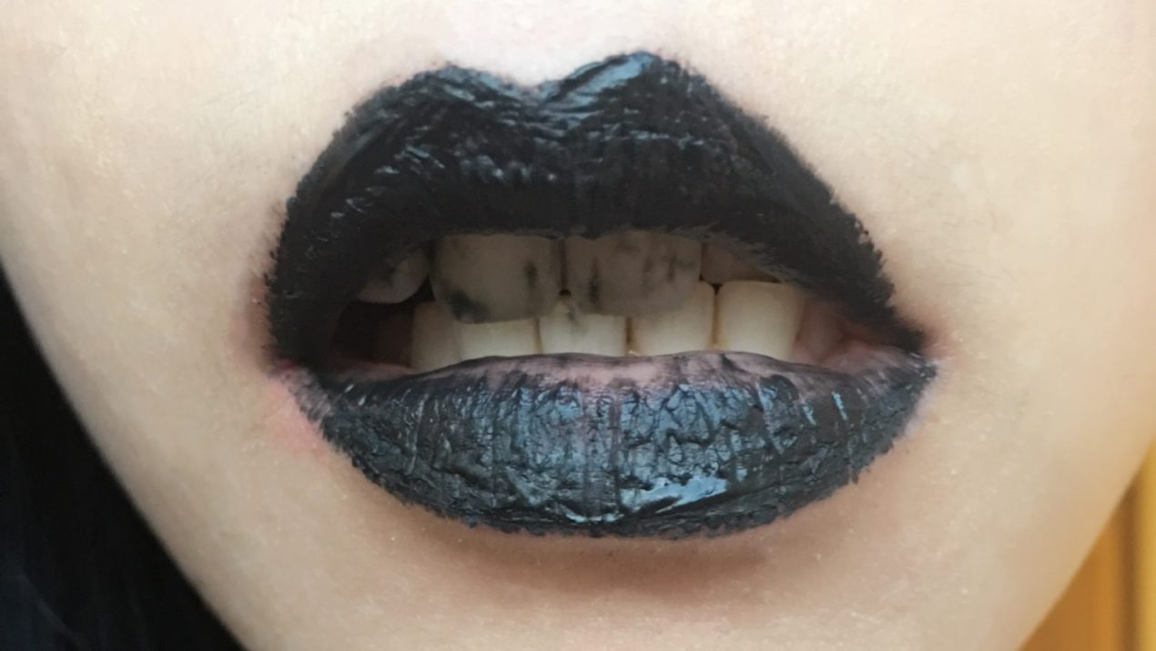 whiter teeth try mr blanc 39 s bamboo charcoal whitening polish mummy wishes. Black Bedroom Furniture Sets. Home Design Ideas