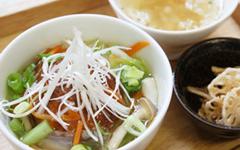 豆腐ハンバーグののったあんかけ丼と スープのセット