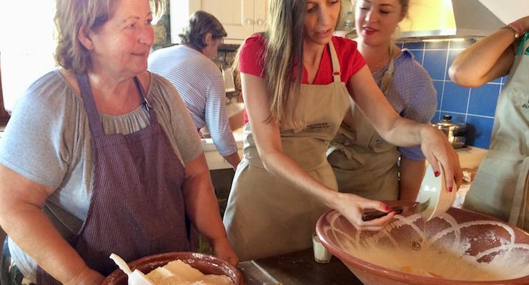 How to make traditional Greek tzatziki