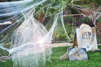 Boo! 15 Halloween front lawn ideas | Mum's Grapevine