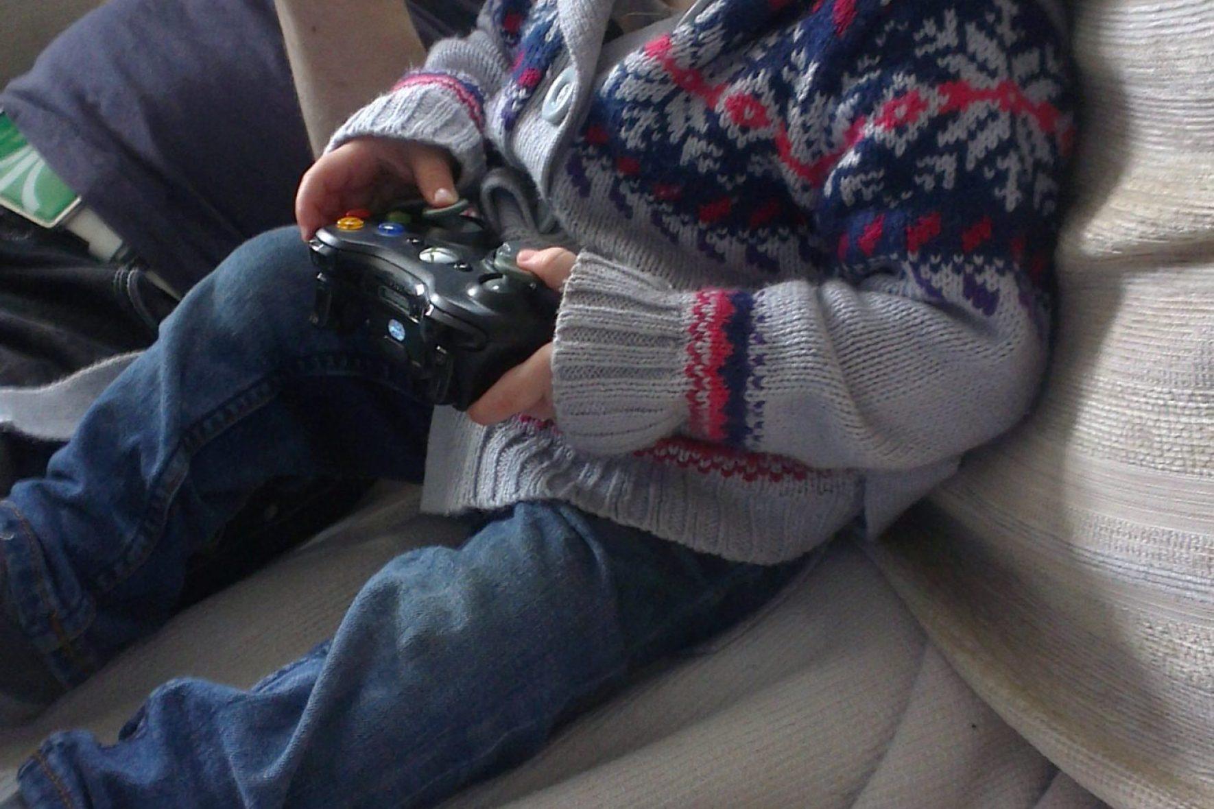 xbox 360, playing games, toddler gaming, Isabelle playing