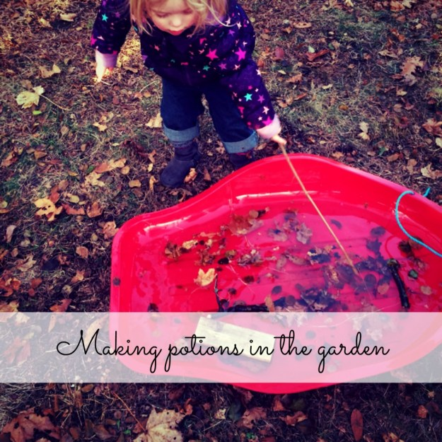 Making Potions in the Garden: fun for kids with some water, mud, leaves and sticks!