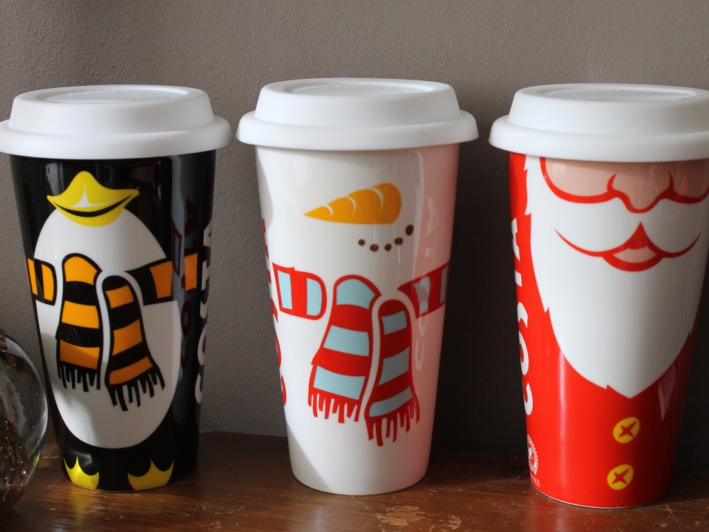 Costs Christmas cups