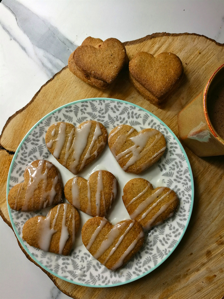 Cinnamon Biscuits With Cardamom Icing