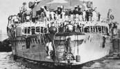 """Los expertos que trabajan en recuperar partes del """"Graf Spee"""", hundido hace 66 años en la bahía de Montevideo, rescataron ayer un águila de bronce, que se hallaba en la popa del acorazado alemán. La pieza, que era la insignia del navío, es considerada única en el mundo."""