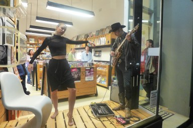 Musicians in music stores, cooperating with ballerinas