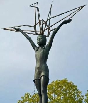 Estátua de Sadako Sasaki no Memorial da Paz das Criancas em Hiroshima (Foto: AsianWiki)