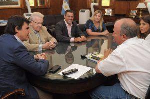 17-02-10 Hardie y Zorraquin, firma de convenio con Claas por vinculación con escuelas Agrarias
