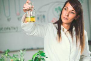 Mujer en laboratorio 1