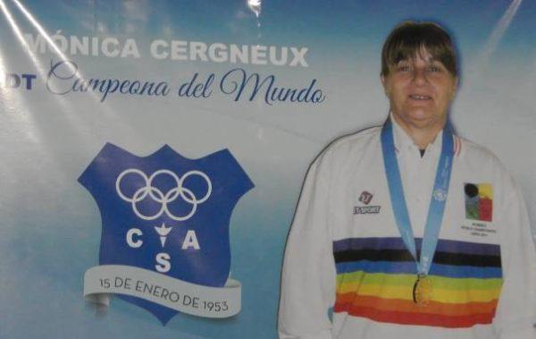 monica_Cergneux_reconocimiento_Club_Sarmiento