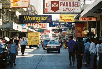 Foto y comentario por Carlos Samuel Gomez G - Otra foto de la sexta avenida alla por los 80.s **The popular 6th. Avenue in the 80s.
