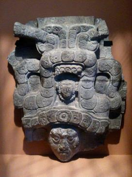 Foto por Carlos Sical - El Jaguar, Museo De Quai Branly, Exibicion del arte Maya, en Paris, Francia. **Mayan piece exhibited in Paris, France, in the museum of Quai Branly.