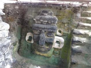 Arte Maya Mascara en Tikal foto por Giovanni Javier Gomez Giron e1371541133523 - Galería - Fotos del Arte Maya
