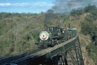 Ferrocarril de Guatemala el tren subiendo del Rancho foto por Patrick Rudin - La historia del ferrocarril en Guatemala