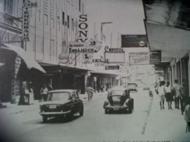 La Sexta Avenida en 1977, foto por Jose L. Lopez G