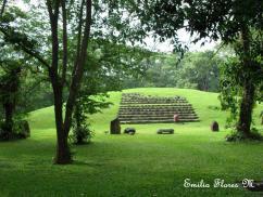 Takalic Abaj, irámide del parque arqueológico del mismo nombre - foto por Emilio Flores