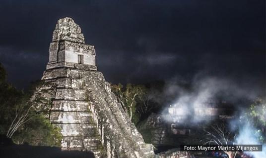 El Gran Jaguar en Tikal – pirámide Maya