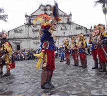 Baile de la Conquista foto por Augusto Chuj 2 - Tradiciones de Guatemala