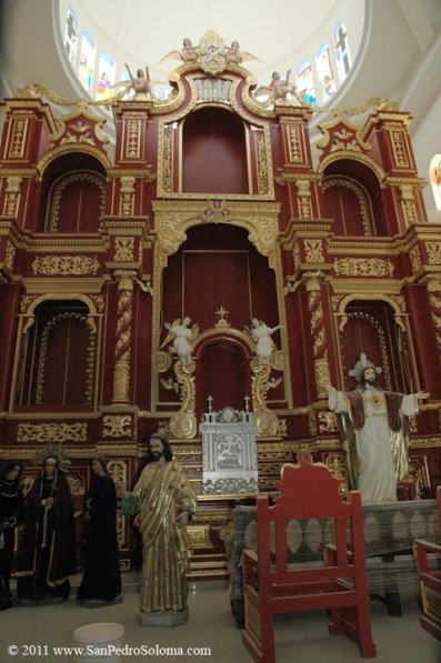 Interior de la Iglesia, San Pedro Soloma, el altar mayor - foto por Oscar Alonzo