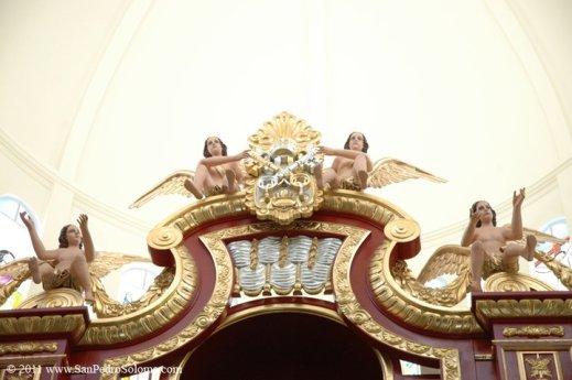 Interior de la Iglesia detalles del altar mayor foto por San Pedro Soloma - Iglesia de San Pedro Soloma, Huehuetenango