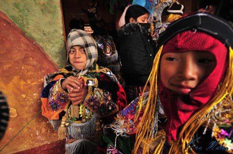 Patojos participando en el Baile del Torito Chichicastenango foto por Kam Mateo - La Tradición de La Danza del Torito