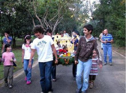 Posadas en Guatemala. Fotografía tomada del sitio web familyhistoryproducts - Las tradicionales Posadas de Navidad