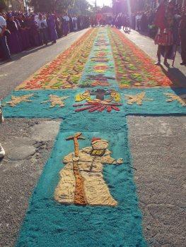 Alfombra en Coban foto por Oscar Chun - Galería - Fotos de las Tradicionales Alfombras de la Cuaresma y Semana Santa