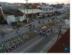 Alfombra en Puerto Barrios Izabal foto por I Love Puerto Barrios e1364766579666 - Galería - Fotos de las Tradicionales Alfombras de la Cuaresma y Semana Santa