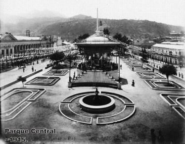 Parque Central de Xela Quetzaltenango en 1915 por Jorge Perez - El Origen del Departamento de Quetzaltenango