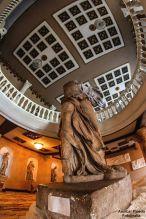 Réplica de Victoria Alada de Samotracia, Teatro Abril, ciduad de Guatemala - foto por Amilcar Pineda