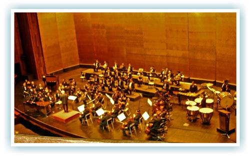 El maestro dirigiendo la Sinfonica Nacional foto por direcciondelasartes.blogspot.com  - Jorge Alvaro Sarmientos, compositor y director