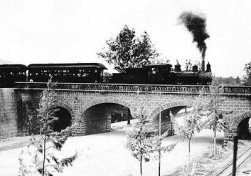 Recuerdos Ferrocarril sobre el Puente de la Penitencieria alrededor de 1900 - Galería – Fotos del Ferrocarril de Antaño en Guatemala