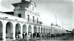 El Palacio Real en 1875 foto del Museo - Galería – Fotos de Guatemala de Antaño