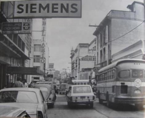 Recuerdos Zona 1 Octava avenida entre la 10 y 11 calle en 1977 foto por Jose L Lopez G - Galería – Fotos de Guatemala de Antaño