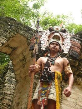 Baktun13, personaje Maya en Tikal- Holger Aguallo 1