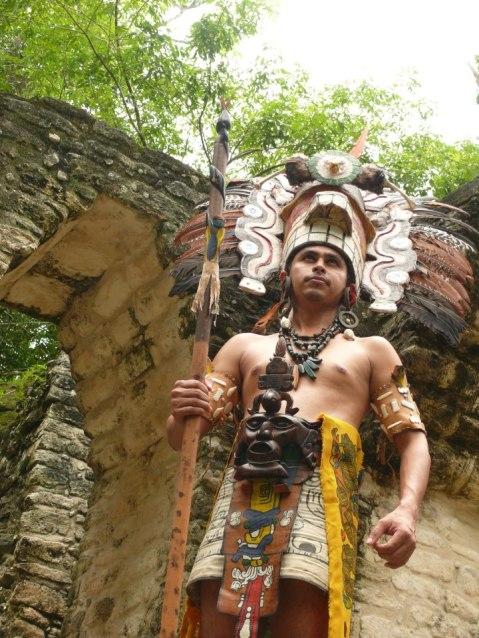 Baktun13 personaje Maya en Tikal Holger Aguallo 1 - Galería – Fotos de la Celebración del Baktún 13, Guatemala 2012