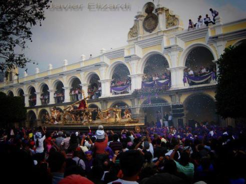 Procesion Semana Santa en Antigua Guatemala foto por Javier Elizardi - Galeria - Fotos de La Cuaresma y Semana Santa en Guatemala