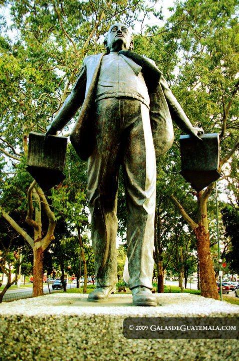 Estatua a Miguel Angel Asturias Maynor Marino Mijangos - Galería - Fotos de Monumentos, Estatuas y Esculturas en Guatemala