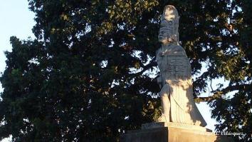 Monumento Tecún Umán parque central de Santa Cruz El Quiché Hugo Velásquez - Galería - Fotos de Monumentos, Estatuas y Esculturas en Guatemala