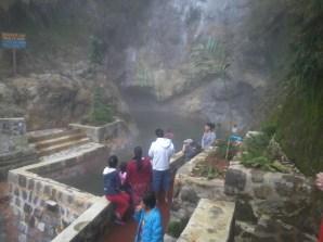 Piscina ubicada en el área de parqueo - Guía turística - Fuentes Georginas