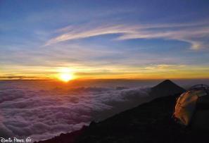 Amanecer desde volcán Acatenango, Chimaltenango - foto por David Perez