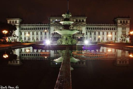 Palacio de la Cultura, Ciudad de Guatemala - foto por David Perez