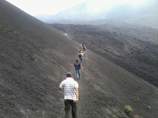 Al llegar a la cima del Cerro Chino desaparece la vegetación - Guía Turística - Volcán de Pacaya