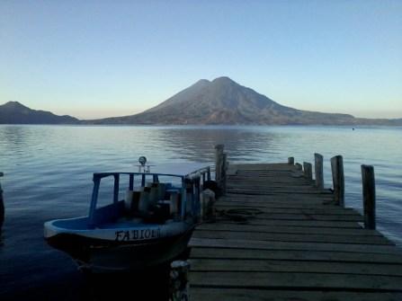 Transporte colectivo utilizado en el lago de Atitlán