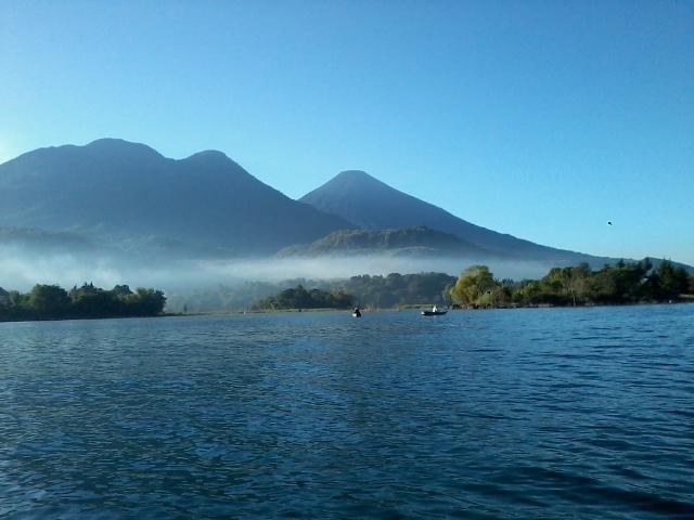 Vista panorámica de los volcanes Atitlán y Tolimán.  - Guía Turística - San Juan La Laguna, Sololá