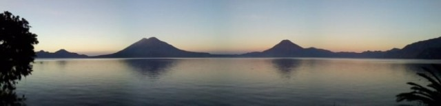 vista panoramica del lago atitlán desde panajachel