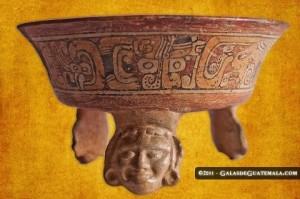 Arte Maya ceramica 2 foto por Galas de Guatemala 300x199 - Riqueza y cultura en la cerámica maya